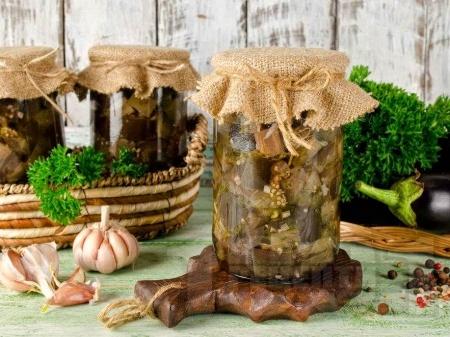 Домашен маринован патладжан с чесън, оцет и магданоз в бурканчета за зимата (зимнина) - снимка на рецептата